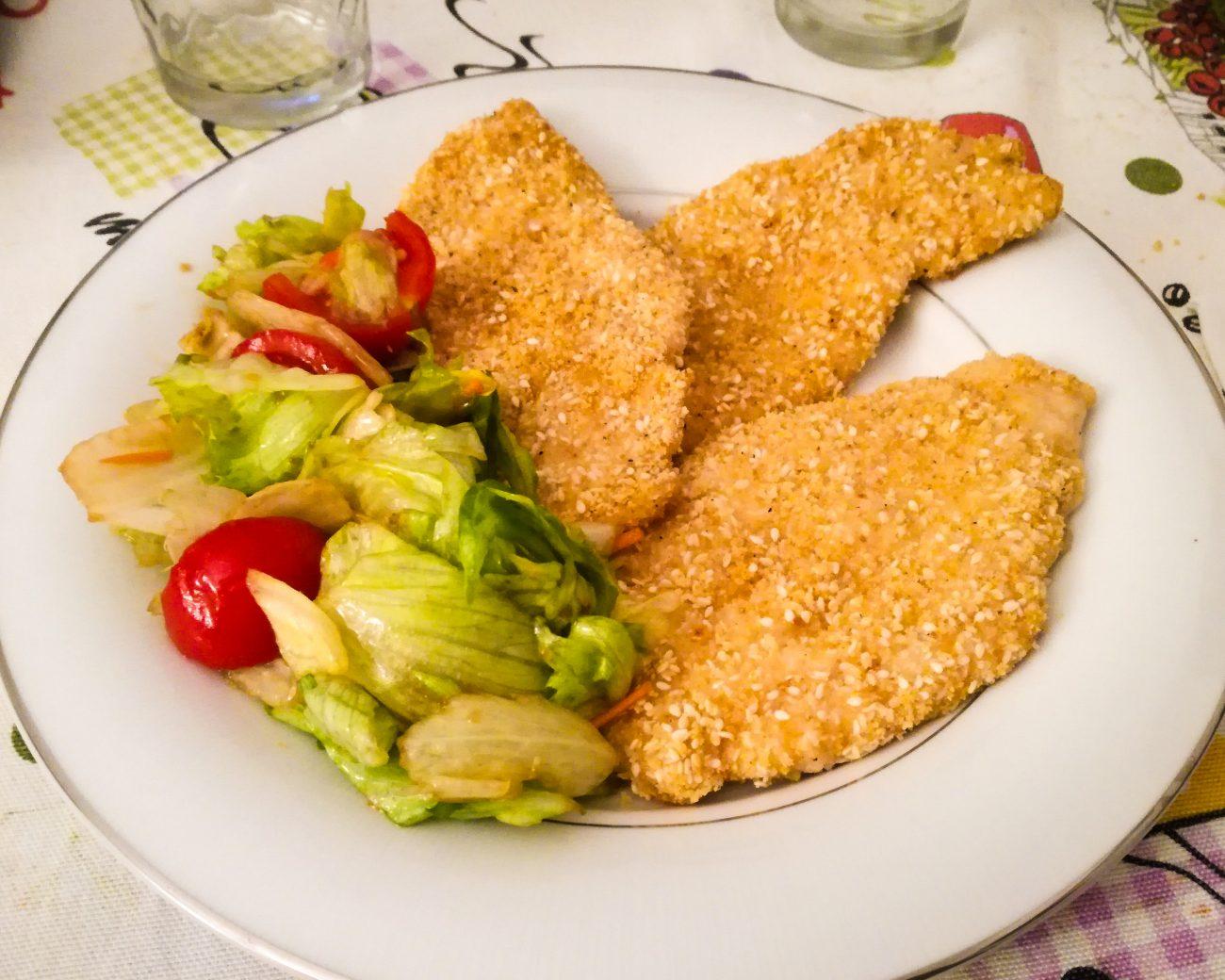 Pollo panato al forno con semi di sesamo