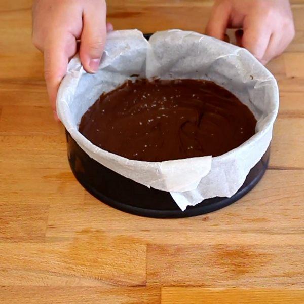 Disco di nutella preparato per la torta cookie